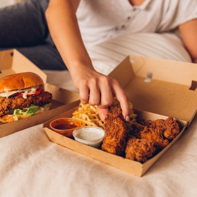 Don't be that guy who interrupts the @gameofthrones party with a delivery. ORDER US ON @doordash BEFORE TONIGHT'S PREMIERE. ⠀⠀⠀⠀⠀⠀⠀⠀ ⠀⠀⠀⠀⠀⠀⠀⠀⠀ ⠀⠀⠀⠀⠀⠀⠀⠀⠀ ⠀⠀⠀⠀⠀⠀⠀⠀⠀ #bruxie #friedchicken #chicken #feedfeed #hungry #nomnom #foodporn #foodblogger #foodiegram #foodie #igfood #bruxiewaffles #eaterla #losangeleseats #latimesfood #takeout #togo #gameofthrones #GOT #jonsnow #gameofthronesparty #hbogo #doordash #delivery