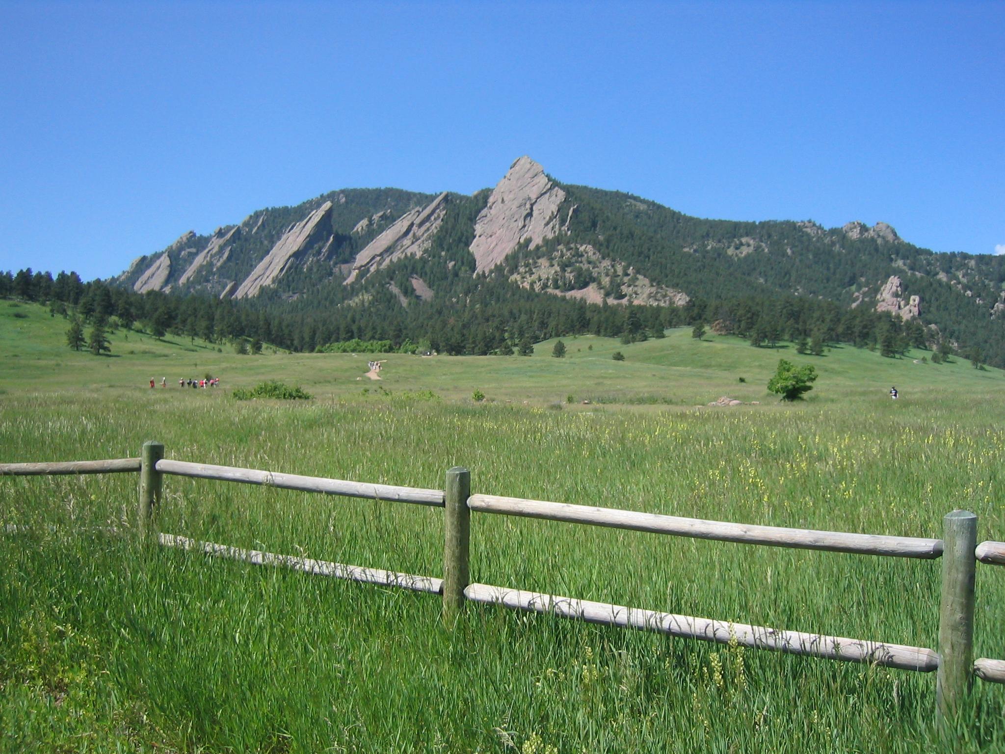 Boulder flatirons Pic.JPG