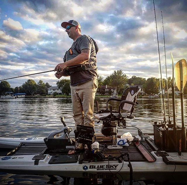 @slydogfishing diggin his @blueskyboatworks angler 360. #kayak #kayakfishing #kayakangler #kayakangling #kayakfisherman #kayakbassfishing #KBF #largemouth #largemouthbass #largemouthbassfishing #greenback #lake #lakefishing #bassfishing #fishing #angler #angling #fisherman #PaddleNFin #BlueSky #BlueSkyBoatworks #Angler360 #BlueSkyAngler360 #nature