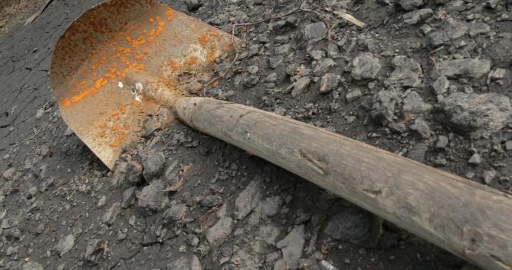 old-shovel.jpg