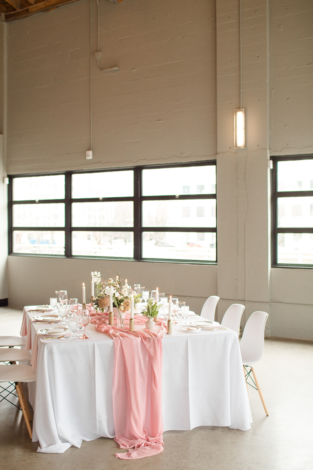 Romantic and poised wedding table. Photography: Kelby Maria Photography. Planning: Peachy Keen Coordination