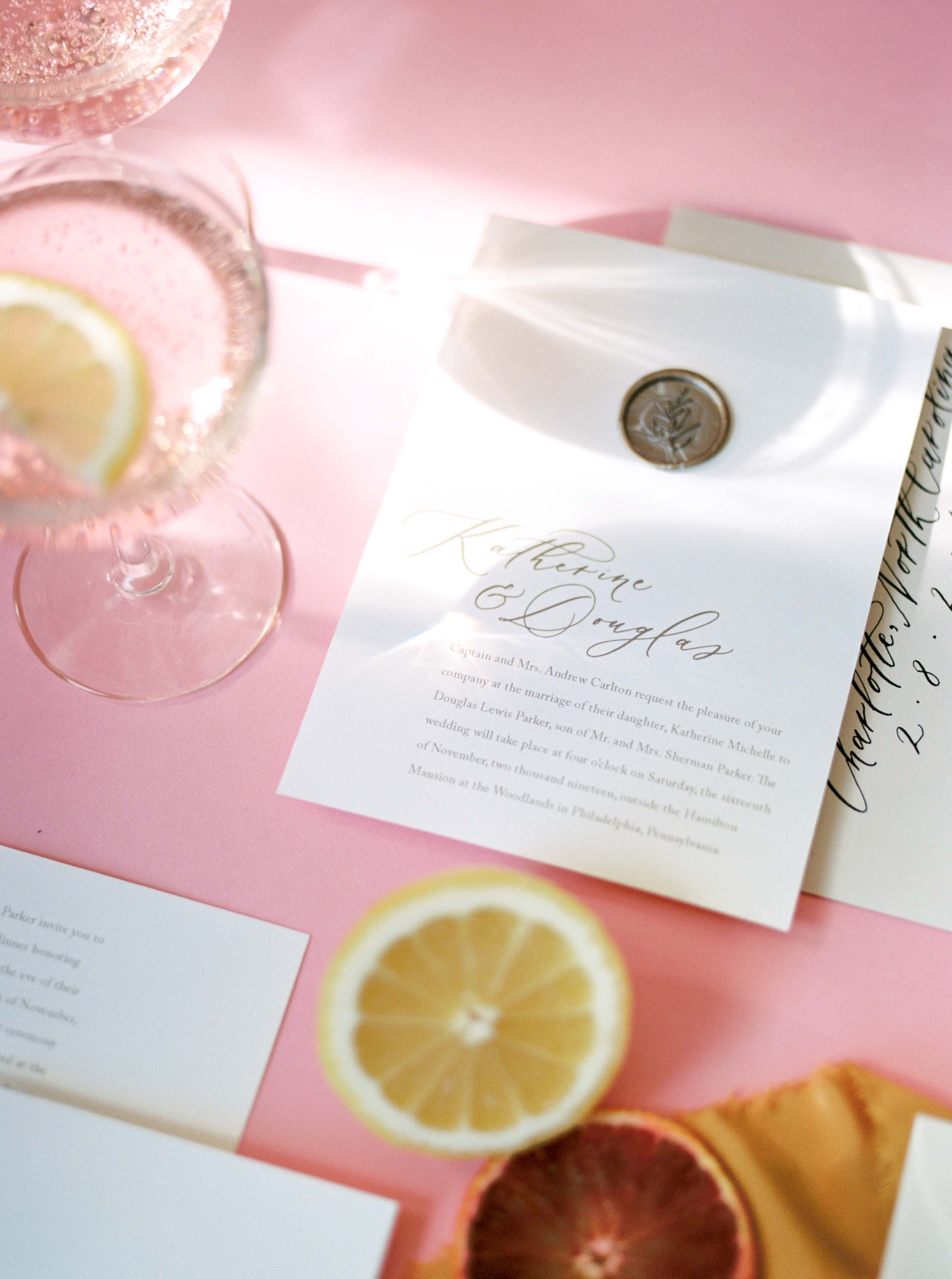 Fresh and light wedding stationery for spring and summer weddings. Modern minimalistic wedding invitations by Caitlin O'Bryant Design. Photography: Mylyn Wood Photography. Coordination: Kamea Events. Flowers: Wildflower Portland.