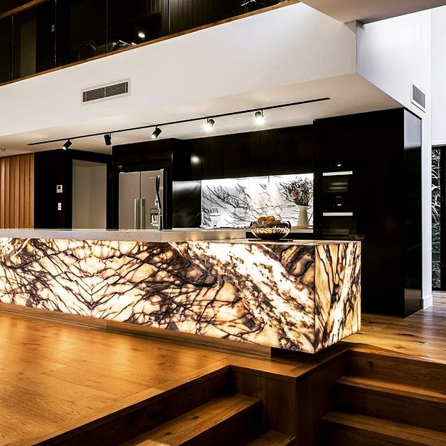 📷@neue.lighting  Backlit stone block island 🤩😍 paired with black Joinery, this is a winning combination!  #kitchendesigner #kitchenremodel #kitchenreno #stoneisland #islandbench #goldcoastdesigner #instagood #instadaily #photooftheday #like4like #interiordesign #interiorspace #homedecor #interiorinspiration #dreamhome #designerkitchen #myspace #interiordesign #kitchendecor #kitchensofinsta #kitchensofinstagram #picoftheday #dreamkitchen #modernkitchen #modernhome #dreamhome #interiorlovers #thomasbernardconcepts