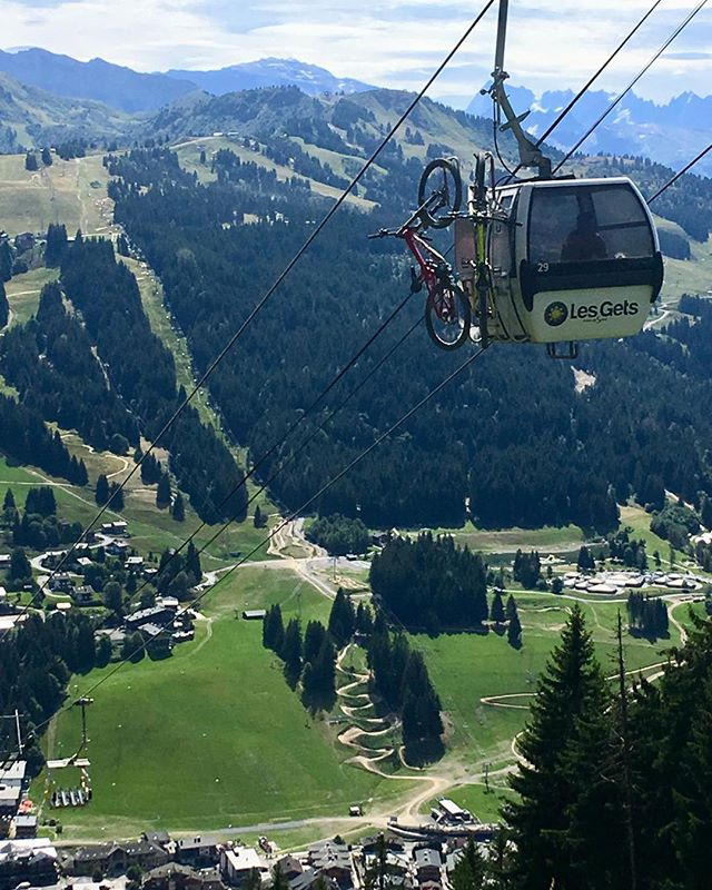 So long since last weekend and a great time at #lesgets Bike park. Looking down from Mont Caly onto Roue Libra. #mtb #downhill #instamtb #fbf #flashbackfriday #mountains