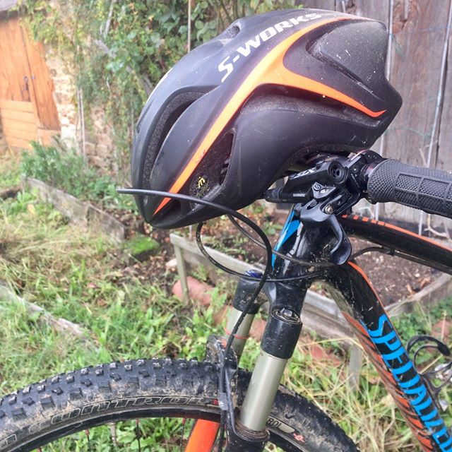 Wrong bike or wrong helmet? You decide.  #roadcycling #cycling #mtblife #cyclinglife #iamspecialized