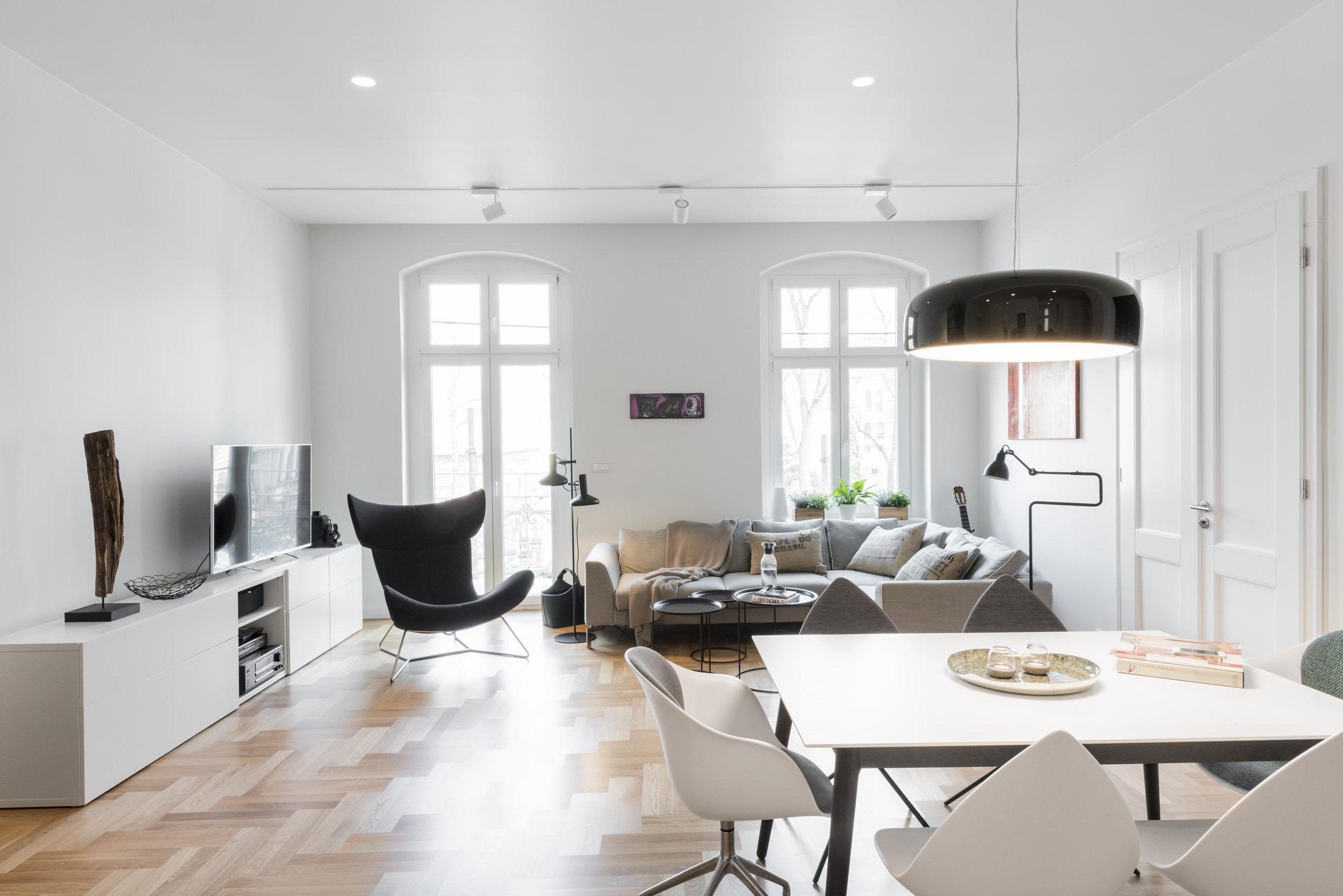 widok-nowy salon-projektowane oświetlenie-Flos.jpg