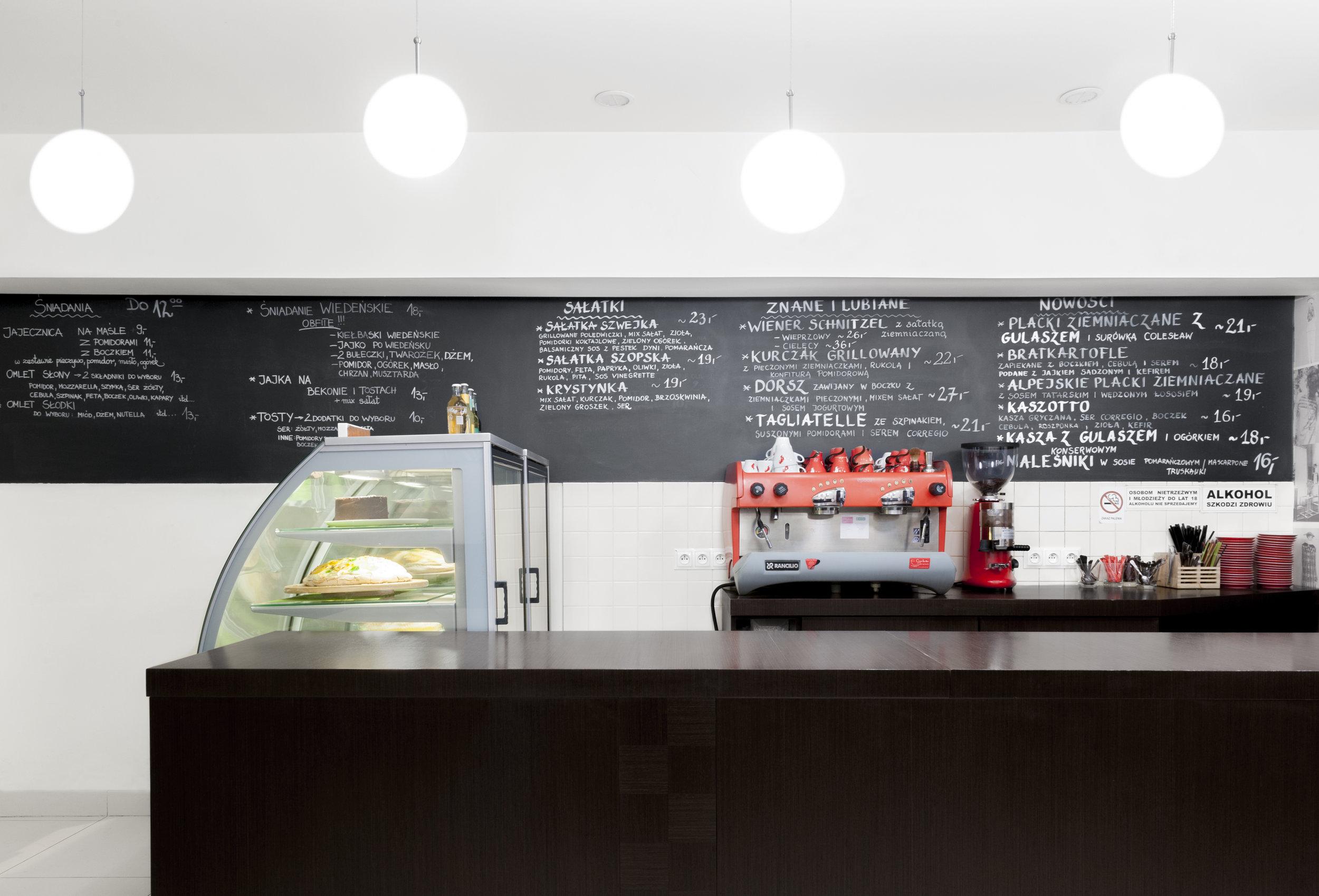 projekt wnętrza-tabica kredowa-bar drewniany-witryna chłodnicza.jpg