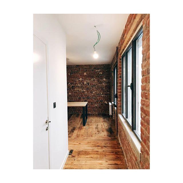 GGJ19 rénovation d'un atelier en bureau @instabertelles 🦀  #brick #wall #wood #floor #rough #renovation #work #brussels