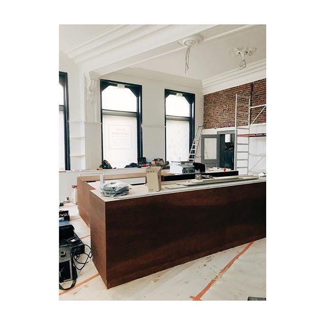 Projet de comptoir avec @be.em 👷🏻♂️👷🏻♂️ Future épicerie à Saint-Gilles 🤩  #reno #work #grocery #coffee #shop #architecture #brussels