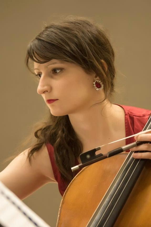 Julia Malik - Cellist