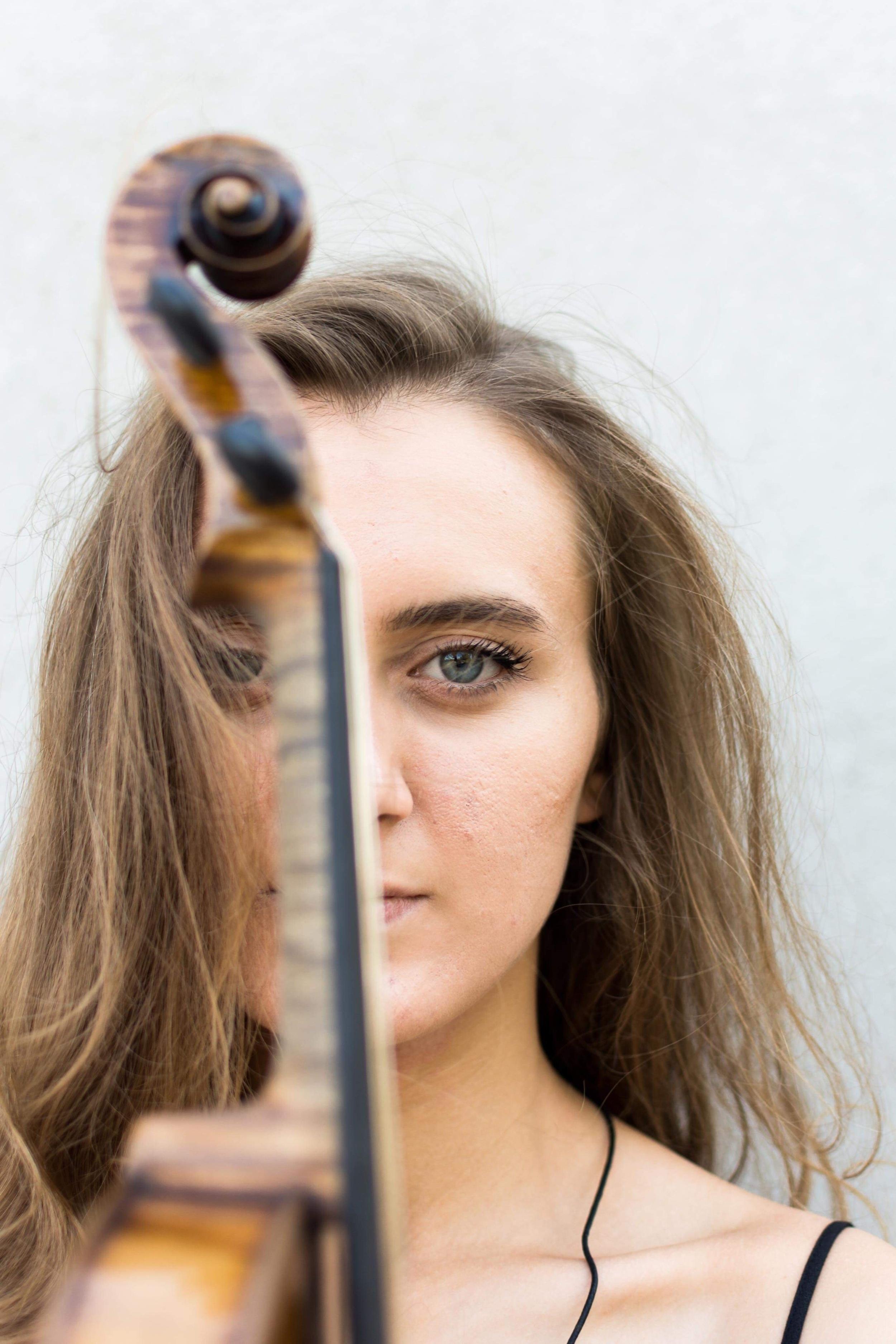 Yuliya Kazimirovich - Violinist