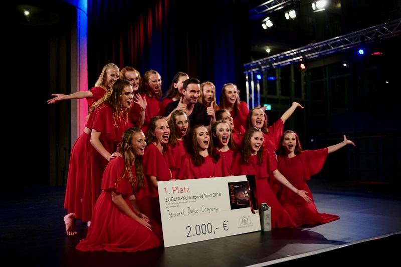 ZÜBLIN Kulturpreis 2018_Jazzaret Dance Company mit Schirmherr Eric Gauthier_Fotograf Hans Traut_LM101210.JPG