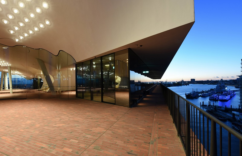 Plaza der Elbphilharmonie_Michael Zapf_161102_web.jpg
