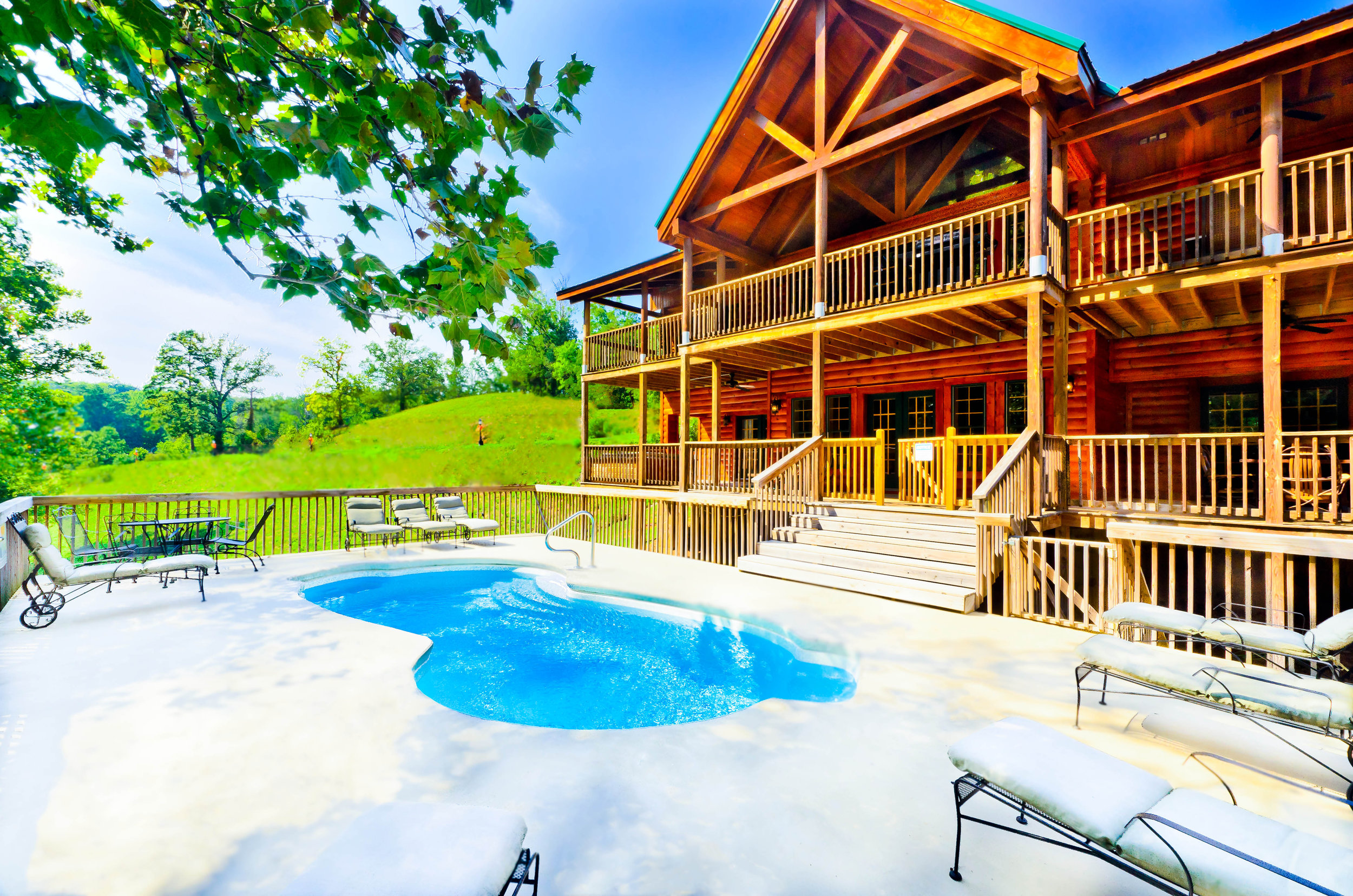 Cabin with pool.jpg