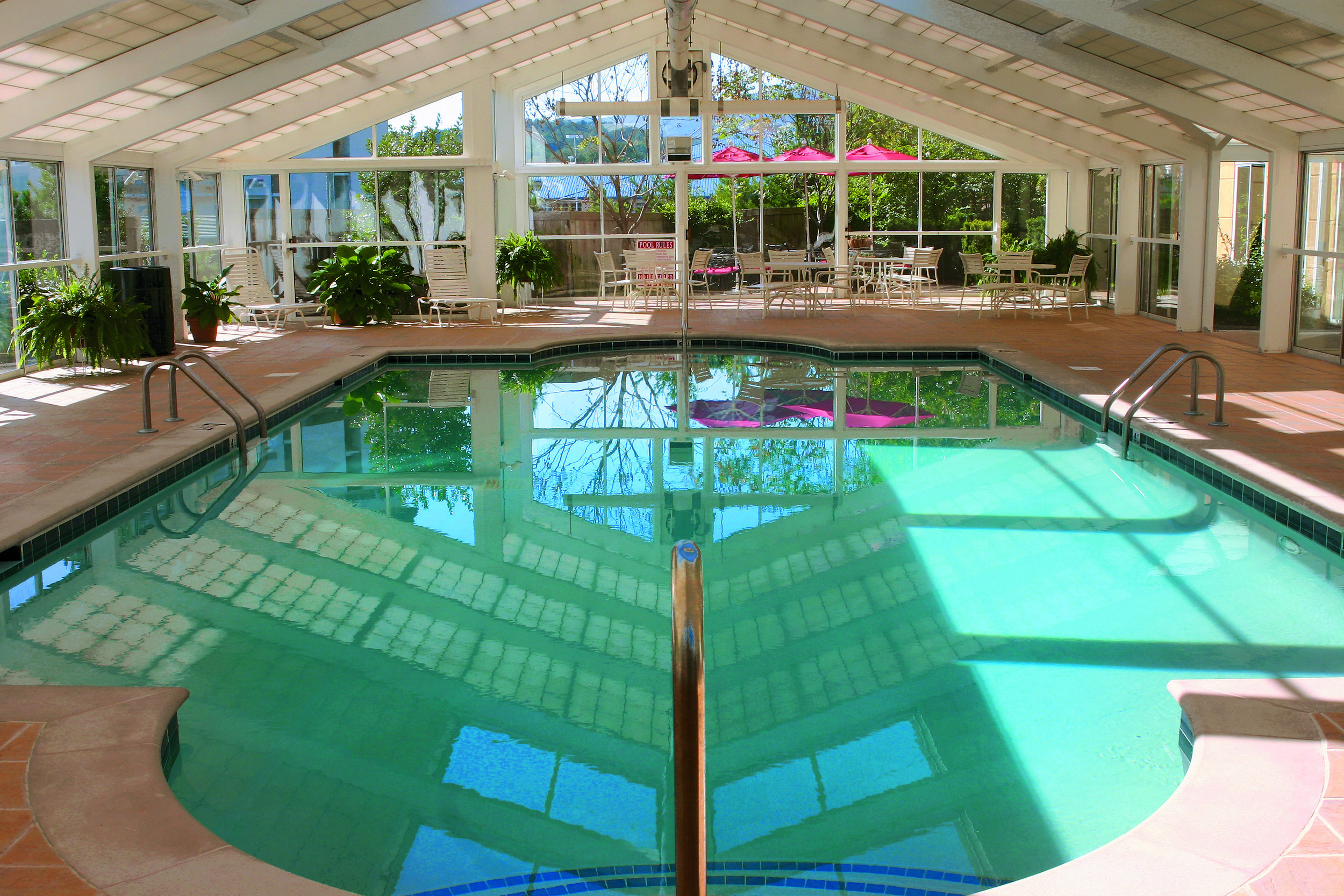 Red Roof Inn PF - Indoor Pool.jpg