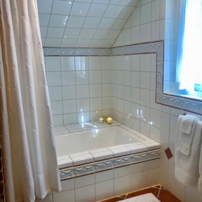 Loft Room bath 2.JPG