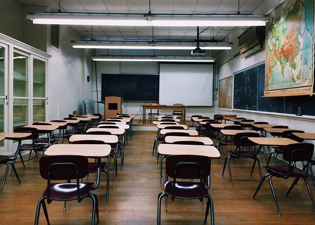 classroom-2093743_640.jpg