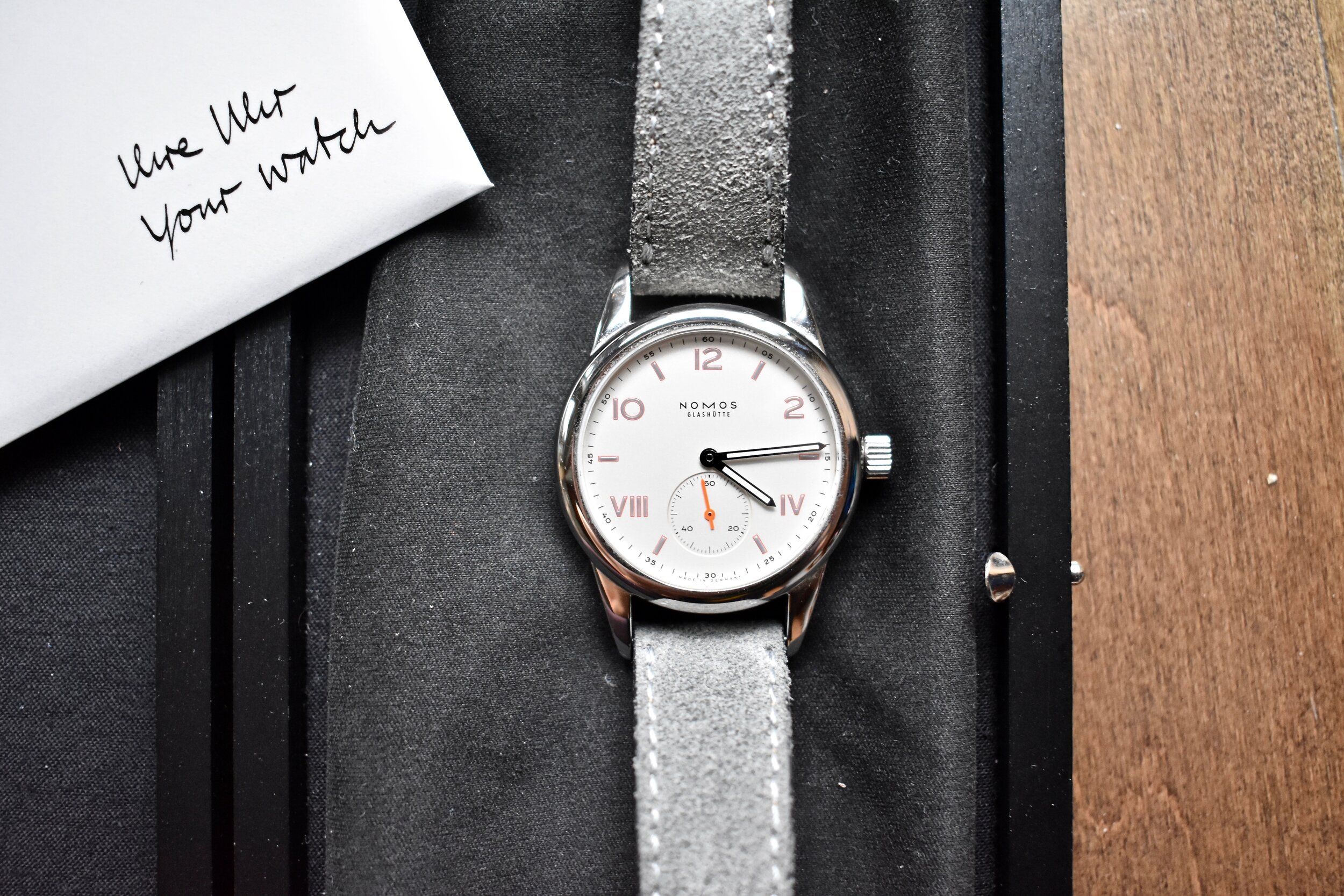 Watches delivered new from Chronext come complete with box, papers, and warranty card.