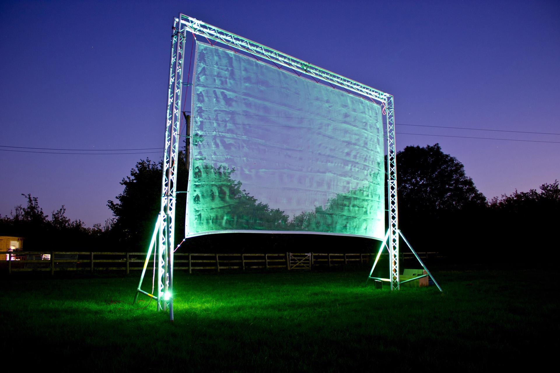 5m-high-laser-screen_24356296831_o-1920x1280.jpg