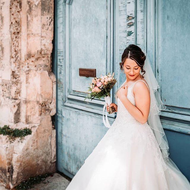 Chercher le lieu idéal pour illustrer votre bonheur cela fait partie de mes compétences. - - #weddingplanner #weddingphotographer #photographedemariage #mariage #mariagechampetre #robedemariée #weddingdress #weddingday #mariage2019  #mariage2020