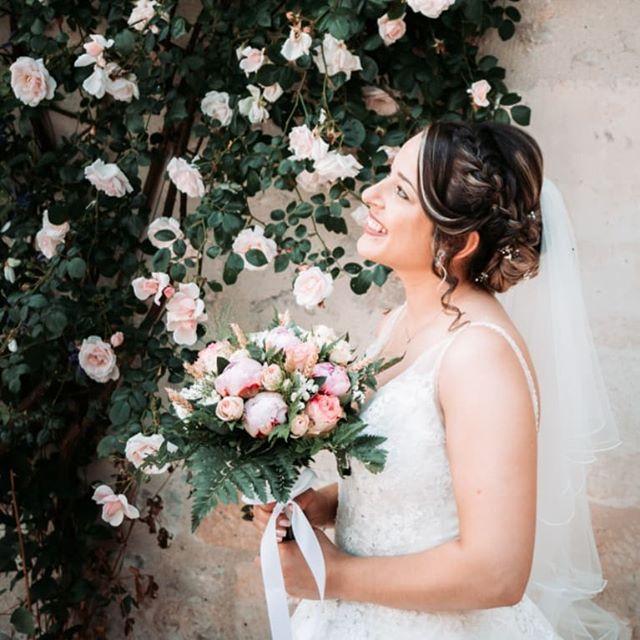 Les fleurs sont magnifiques, profitez de votre journée pour les admirer. - - #weddingphotographer #weddingplanner #weddingdecor #weddingflowers #weddingdress #photographedemariage #mariage #mariage2019 #mariage2020 ##bridedress