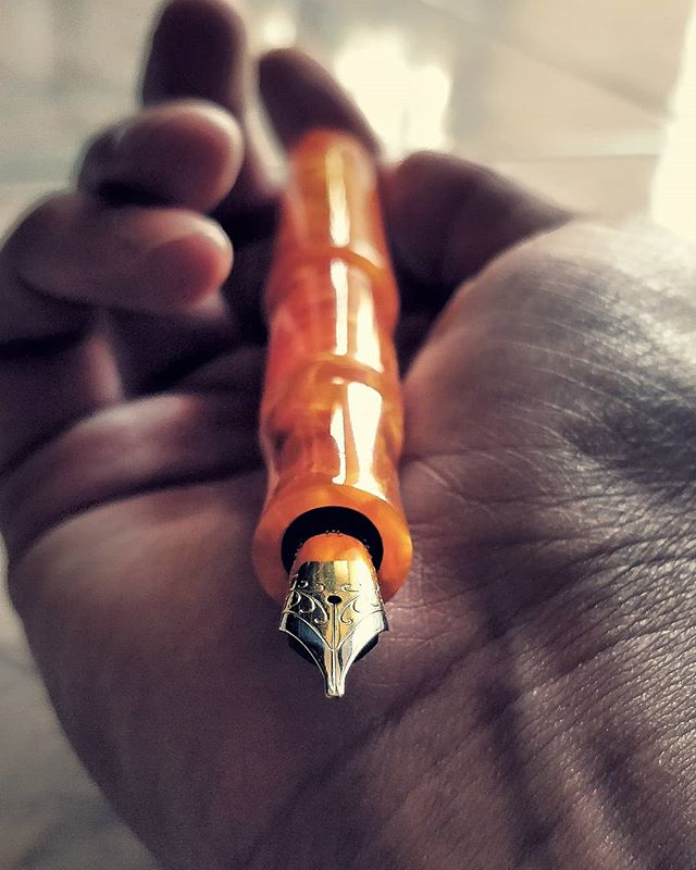 🍊 ________________________________________________  #fountainpens #artist #art #artworks #ink #asmr #beauty #loveart #artsy #satisfying #calligraphy #calligraphyvideos #calligrapher #handwriting #writing #draw #colorful #color #ink #instaart #fun #beautiful #calligraphymasters #artstagram #flexing #ilIoveart #love #pennsler #fun #flourish #thecalligraphyhub