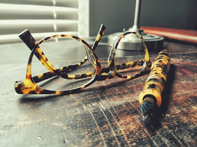 Tortoise shell 👌  ________________________________________________  #fountainpens #artist #art #artworks #vivid #beauty #loveart #artsy #satisfying #calligraphy #writing #calligrapher #handwriting #writing #draw #photography #words #pencils #instaart #fun #beautiful #calligraphymasters #artstagram #stationery #ilIoveart #love #pennsler #fun #flourish #calligraphylove