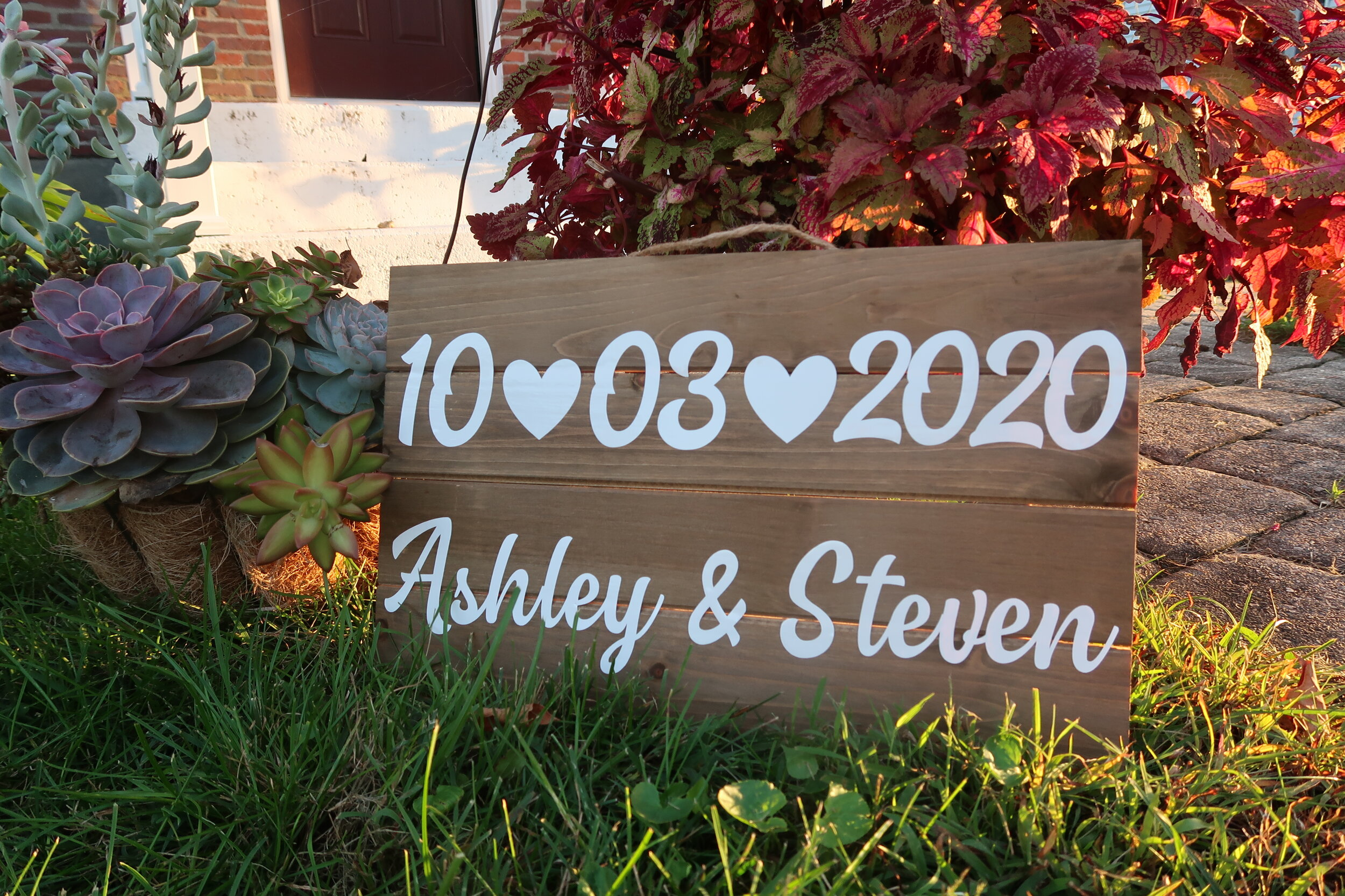 Save the date engagement sign - Perfect for engagement photos used on save the dates! Also makes the perfect keepsake!