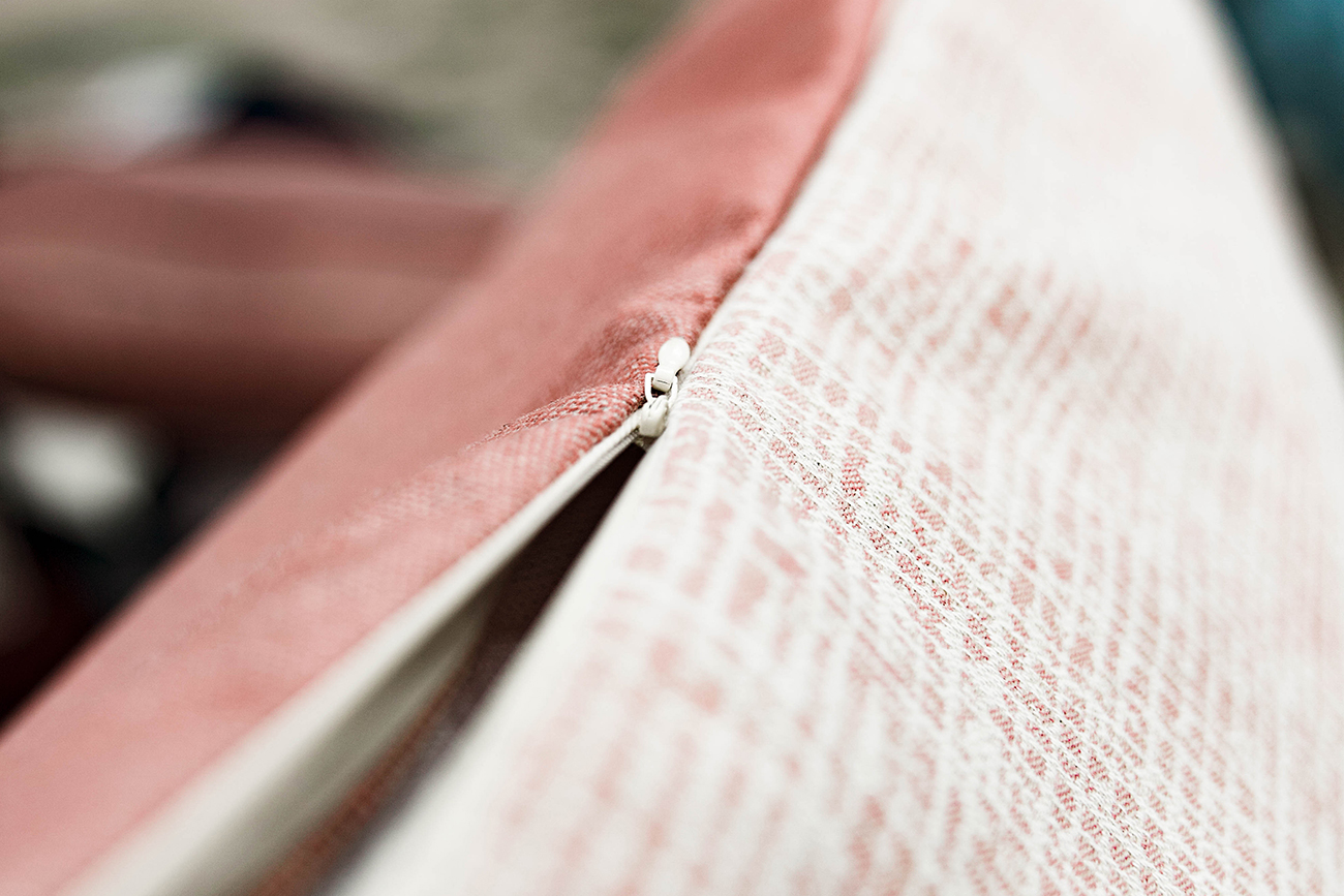 EAsy Peasy - Removable CoverThe covers zip off and are 100% machine washable. The inside seams are serged to help with fraying, but to ensure your cover lasts it is best to wash on the delicate cycle and let it air dry. If fabric has some wrinkling, use an iron on the synthetic setting.