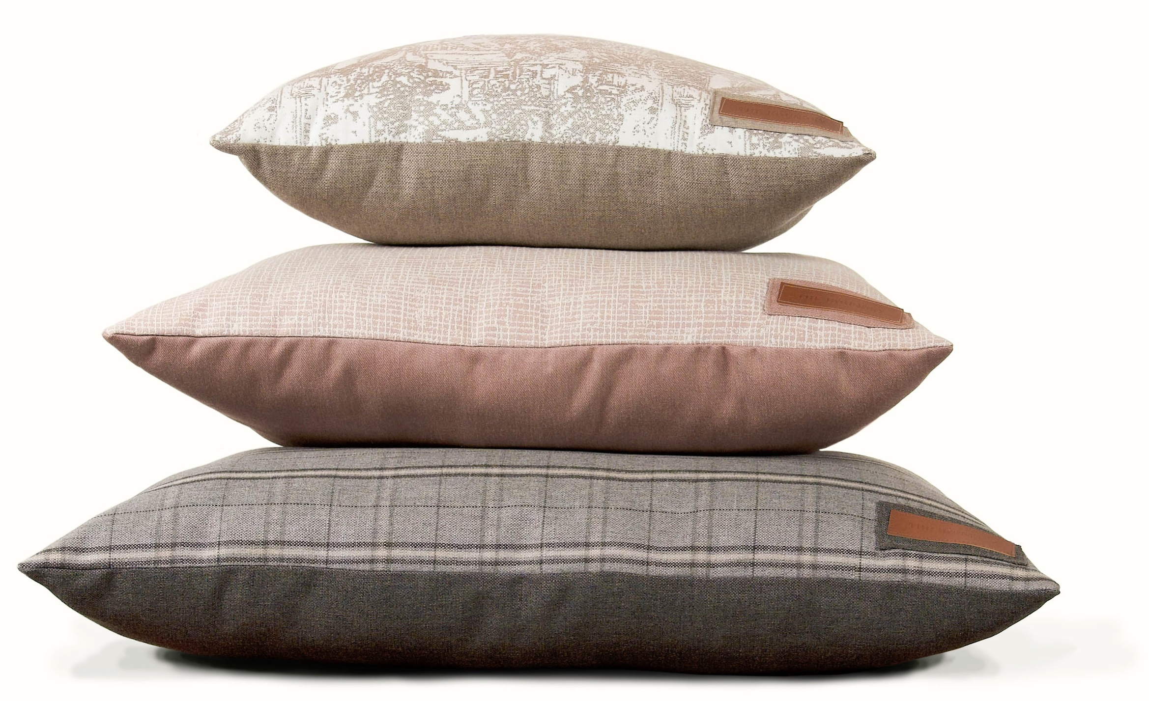 """Pillow Bed Sizes - SMALL BED: 25"""" x 25"""" x 8"""" LoftFor dogs smaller than 30 lbsMEDIUM BED: 38"""" x 29"""" x 10"""" LoftFor dogs 30-60 lbsLARGE BED: 47"""" x 37"""" x 10"""" loftFor dogs 60-90 lbs"""