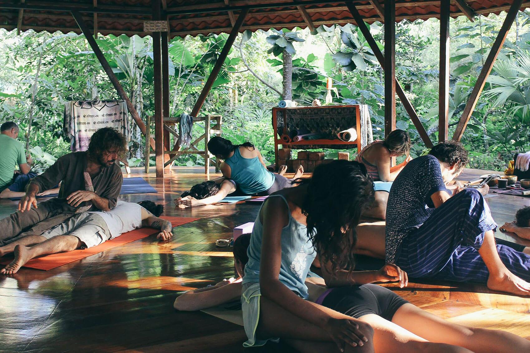 yoga-stretch-puntamona.jpg