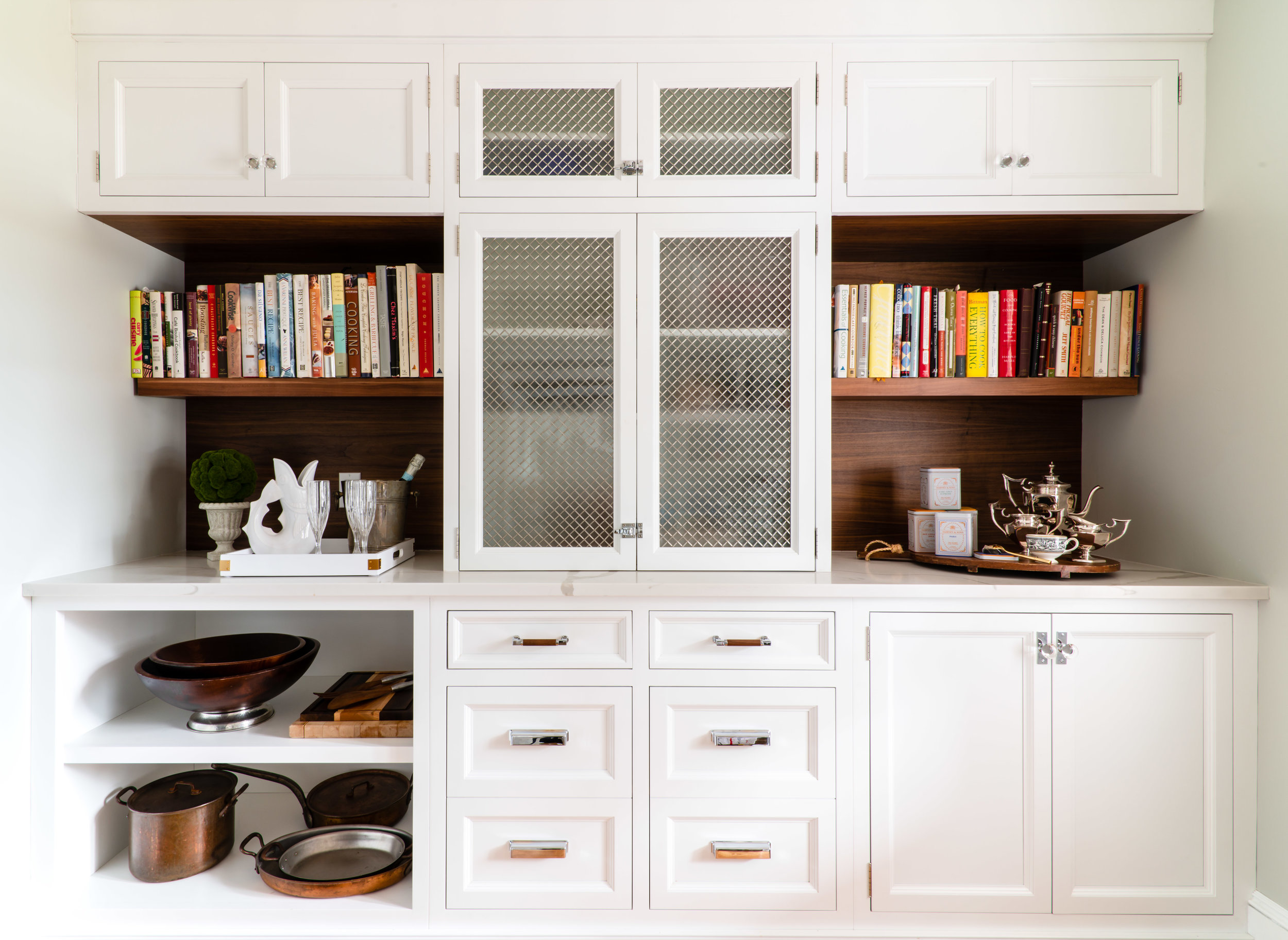 Wire mesh cabinet detail,  Metropolitan Cabinets  Photography:  Jessica Delaney
