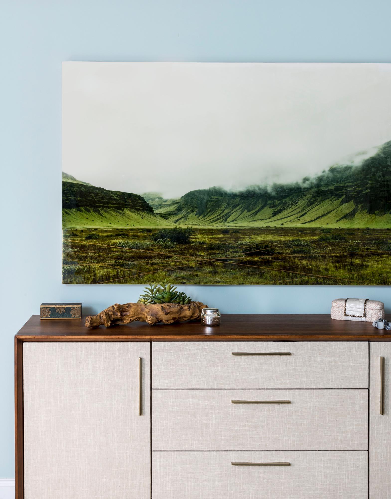 sideboard_landscape_bedroom_charlestown_townhouse_daneaustindesign_sabrinabaloun_Bijou_.jpg