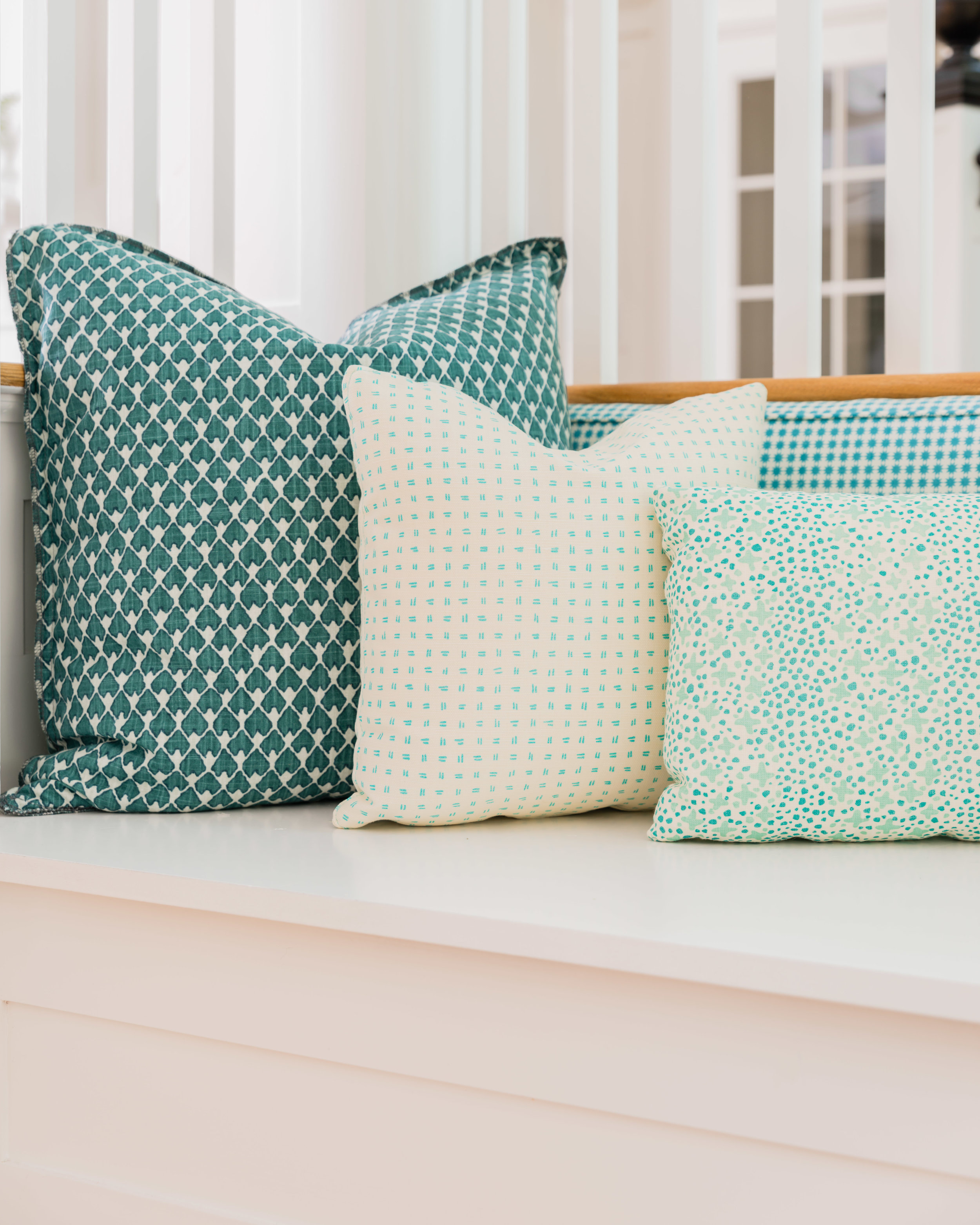 Pillows in  Pindle r Lagos Teal and  Quadrille Alan Campbell Jacks II . Design:  Justine Sterling Design  // Photo:  Jessica Delaney