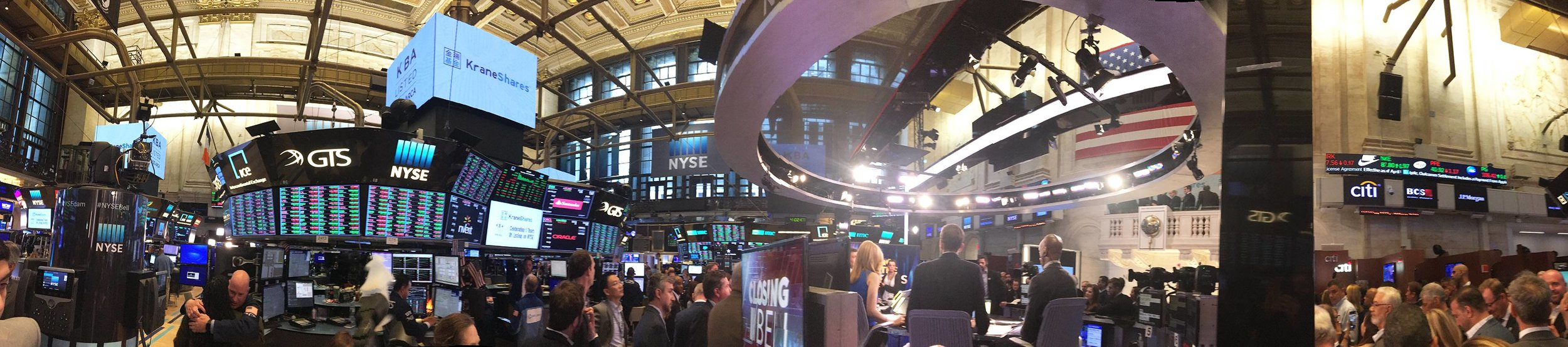 PANORAMA: Floor of NYSE moments after Steve Sjuggerud rang the closing bell.