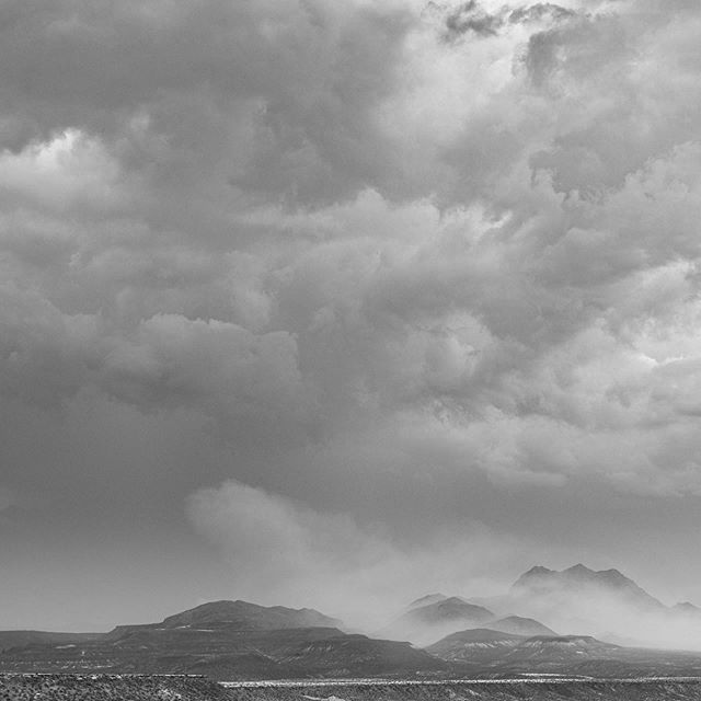 The advantage of geotagging your Photos you'll find you aren't always were you think you are 🤔 We were looking for lightning last month but found some great clouds #monsoon #azmonsoon #visitarizona #clouds #blackandwhite #serendepityvisualsworkshop