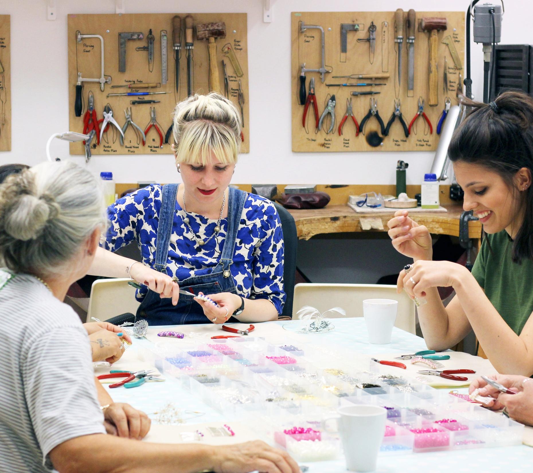 London_Jewellery_School_Diploma_in_Creative_Jewellery_Students_hard_at_work_03.jpg