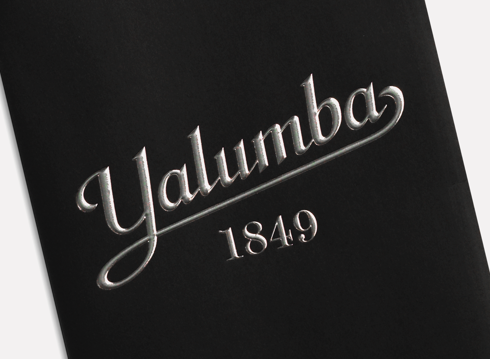 Harcus_Yalumba_Retro_Carry_Bag_f_website_closeup.png