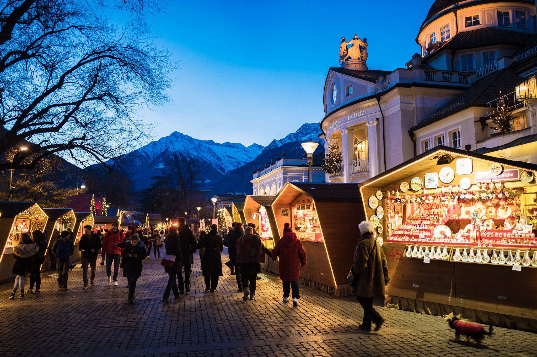 Merano Xmas Markets, one of my favourites with the sunset setting by the lake. Bliss!