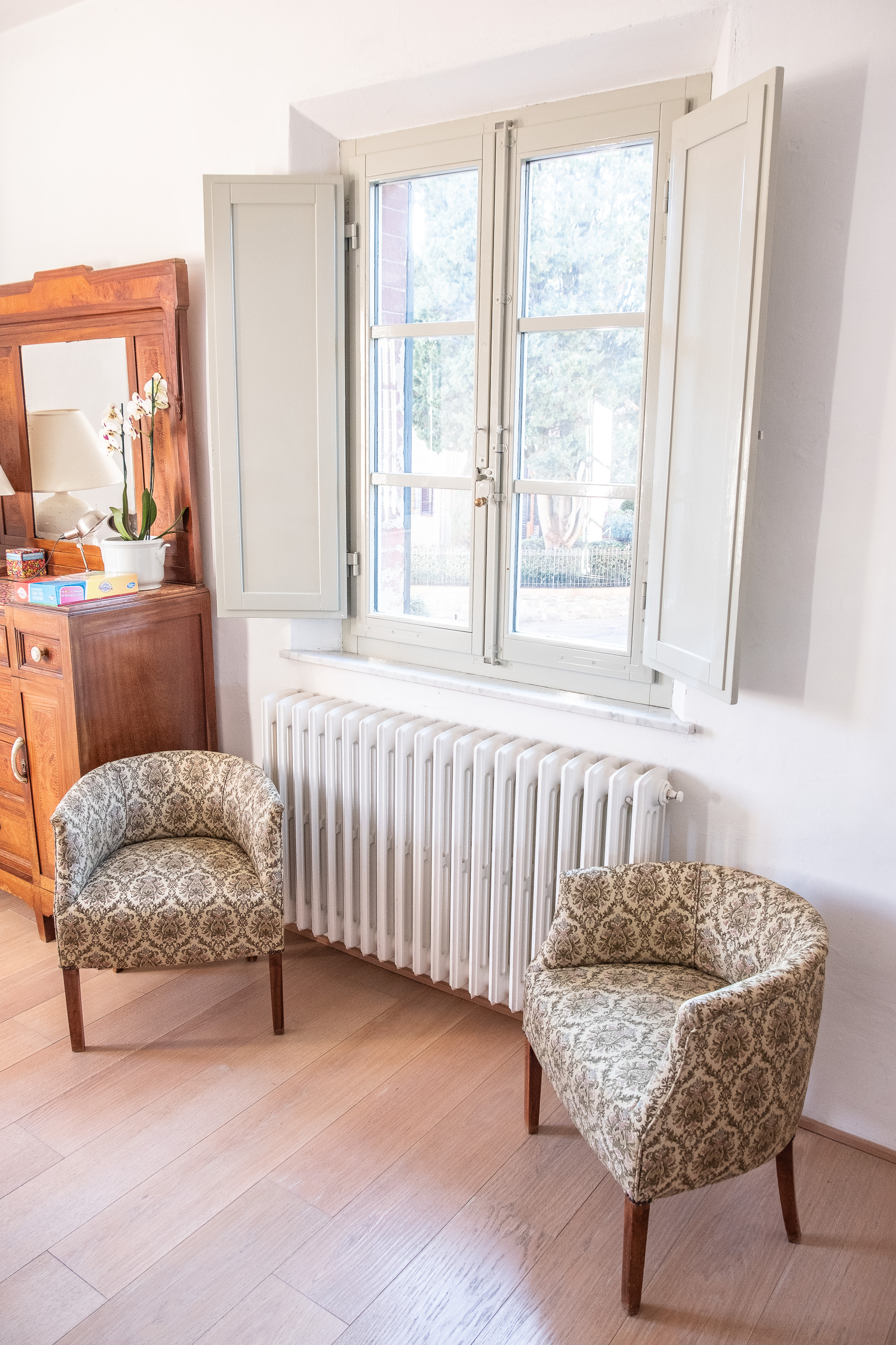 Those chairs by the window…just gorgeous.