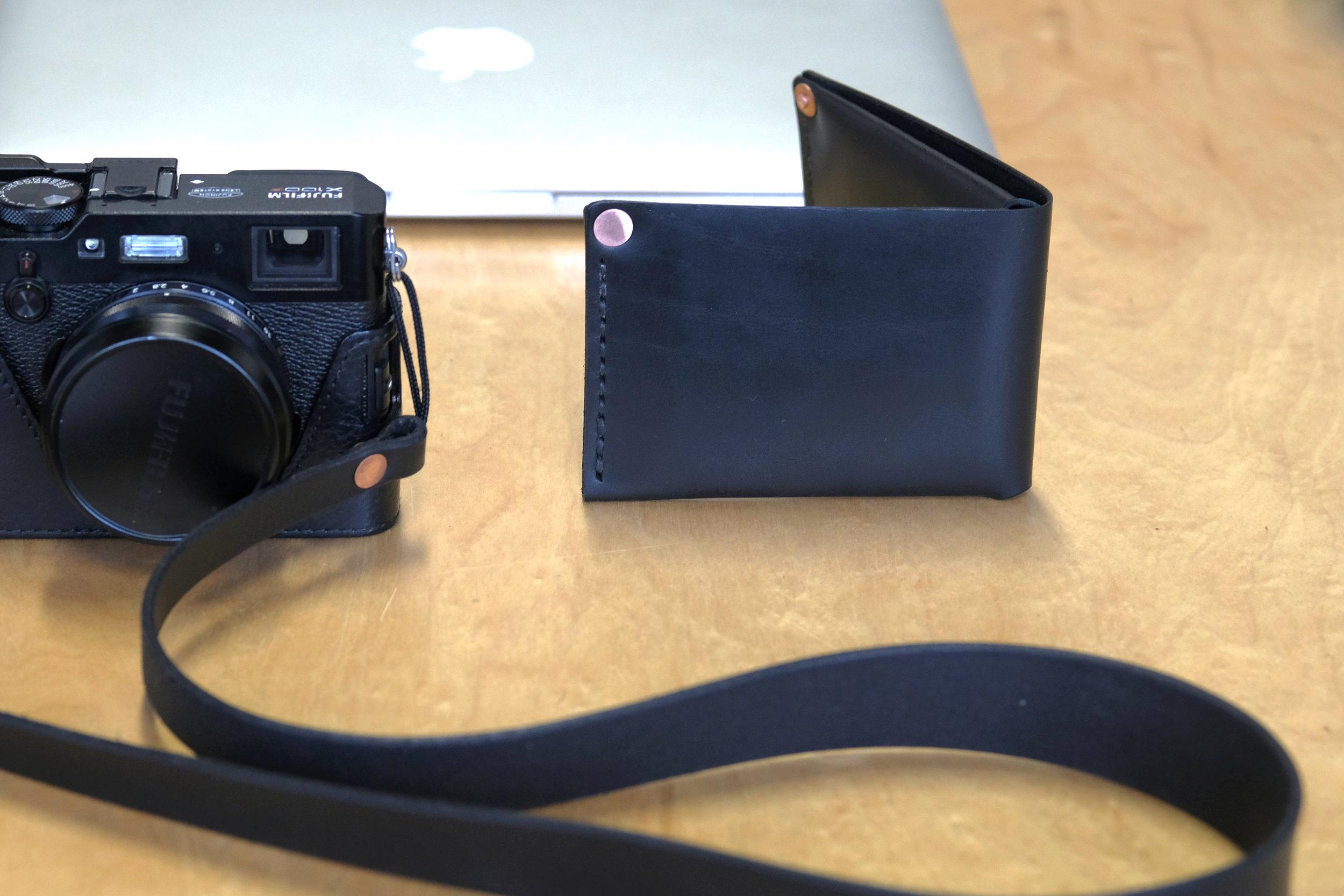 ateliermaas.wallet.camerastrap.comp.jpg