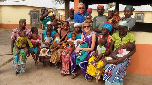 terry-and-ann-with-nutrition-centre-ladies-and-babies-e1462526002993.jpg