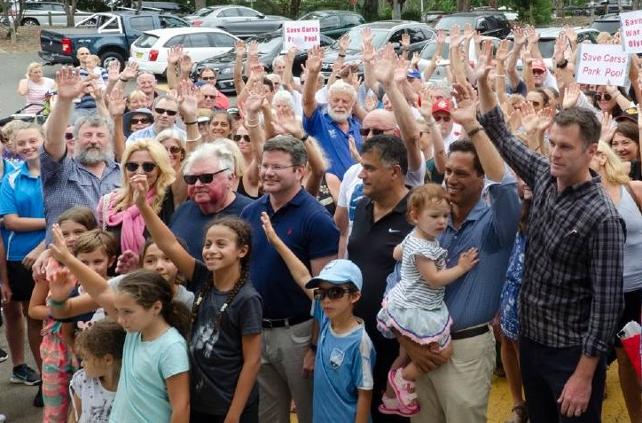 Hundreds rally to save Carss Park Pool