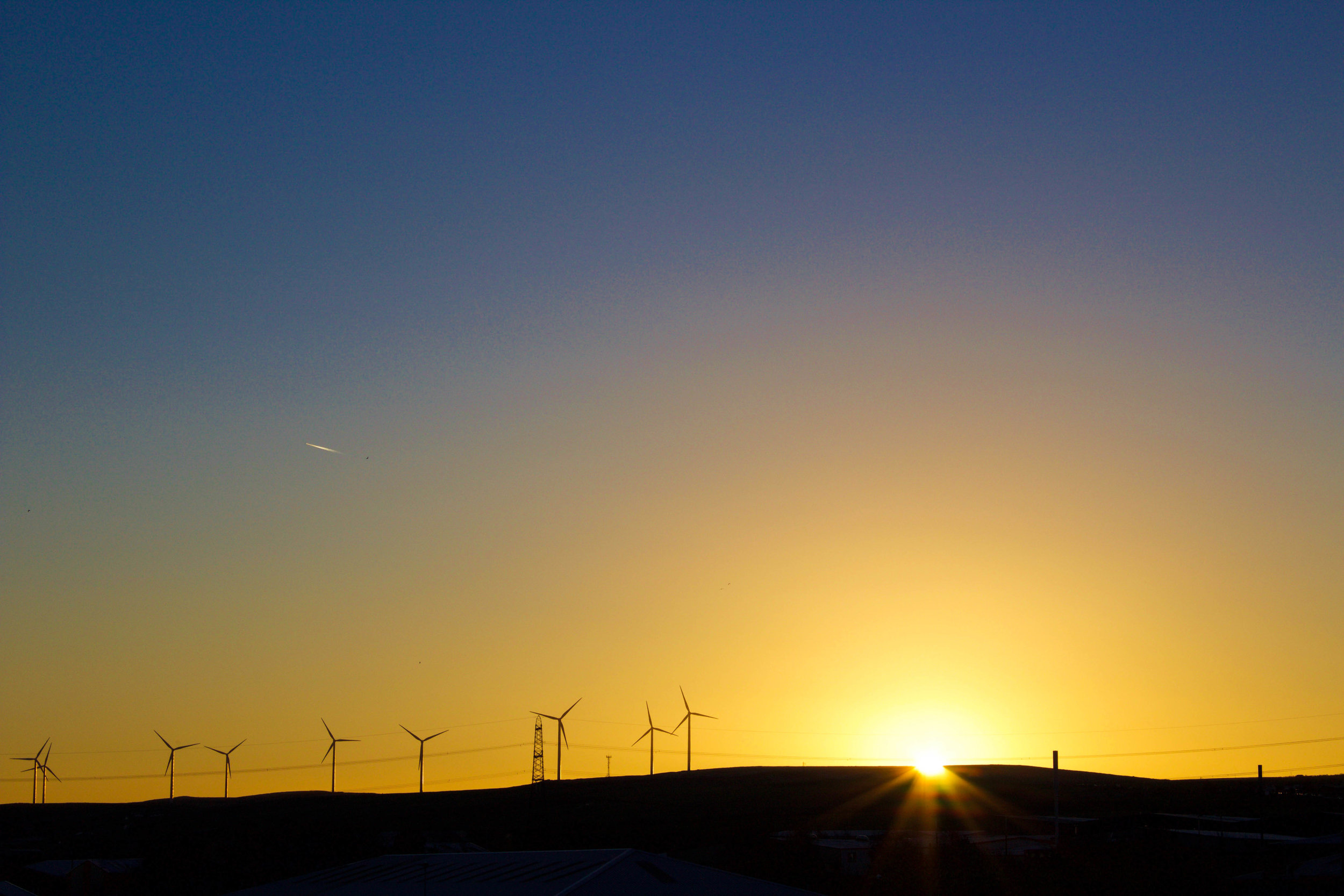 Google and DeepMind deploy AI to predict wind energy output -