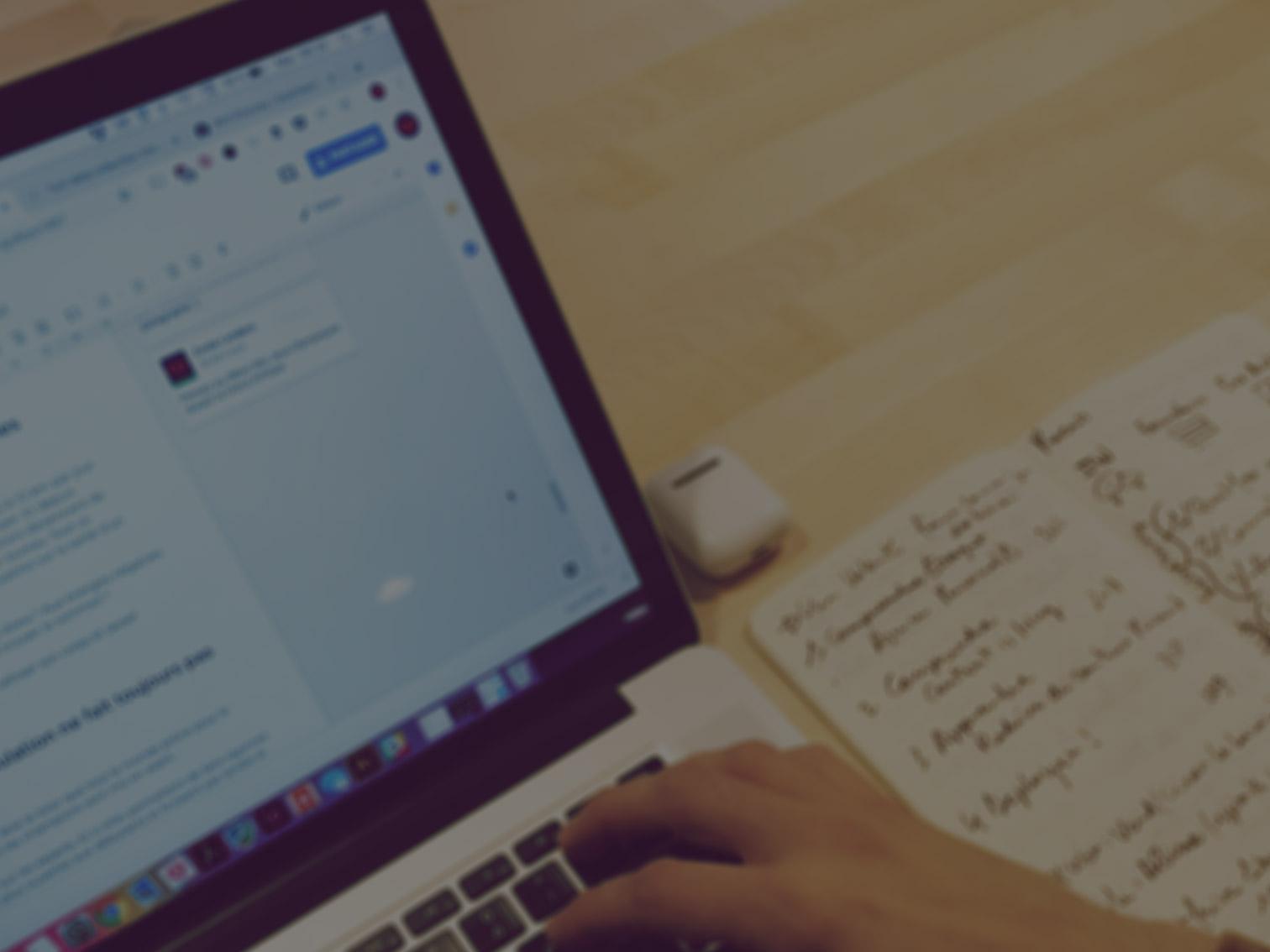 Votre Ghost Writer vous accompagne dans toutes vos prises de paroles - 1. mise en place de votre stratégie2. production de vos contenus3. reporting de votre performance