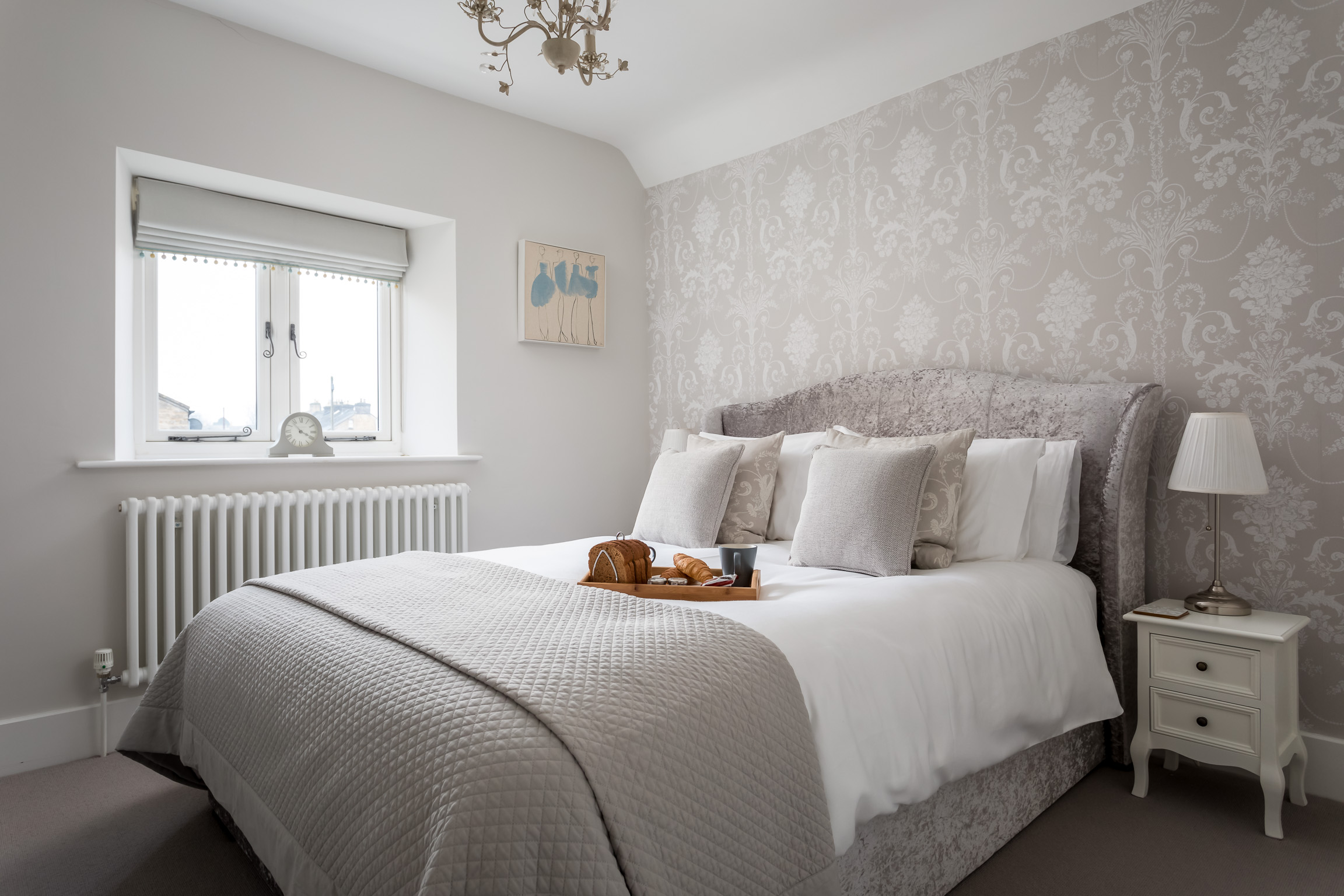 Bedroom: Relax in the kingsize bed