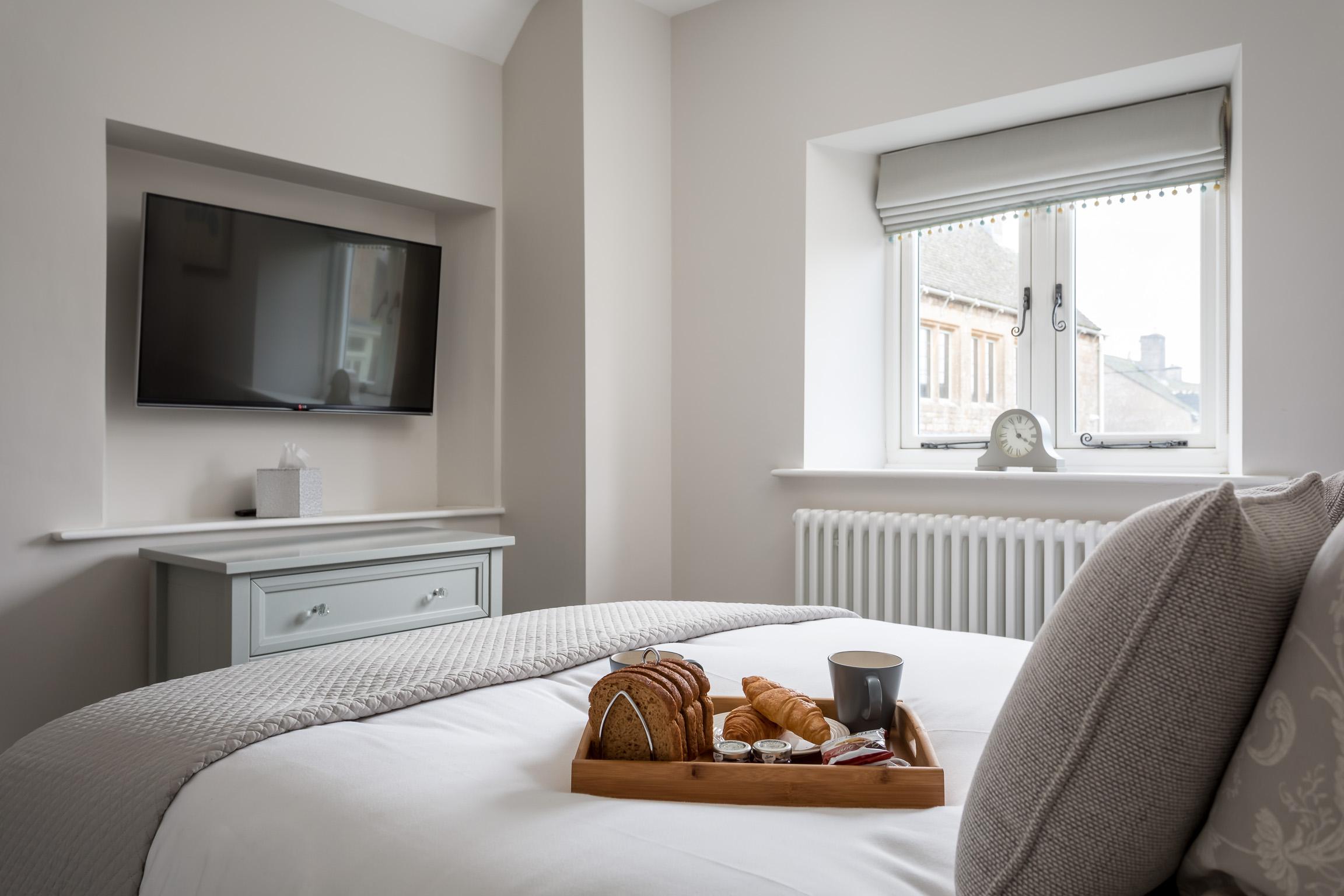 Bedroom: Enjoy TV in bed