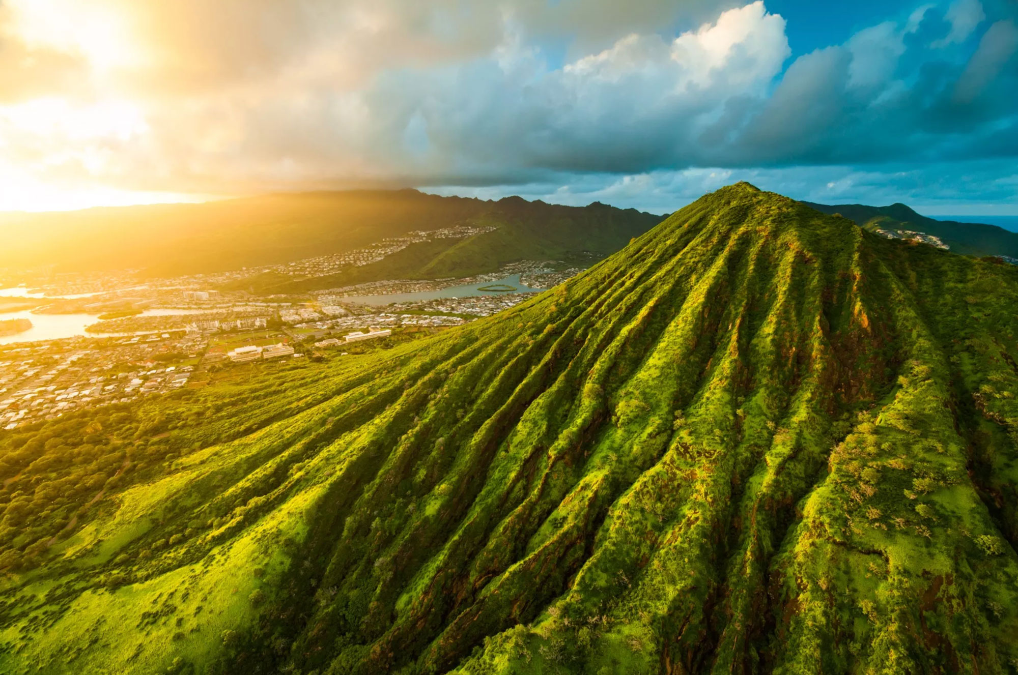 Hawaii Loa Ridge - Meticulously landscaped roads and spectacular views amount to the most coveted gated communities..