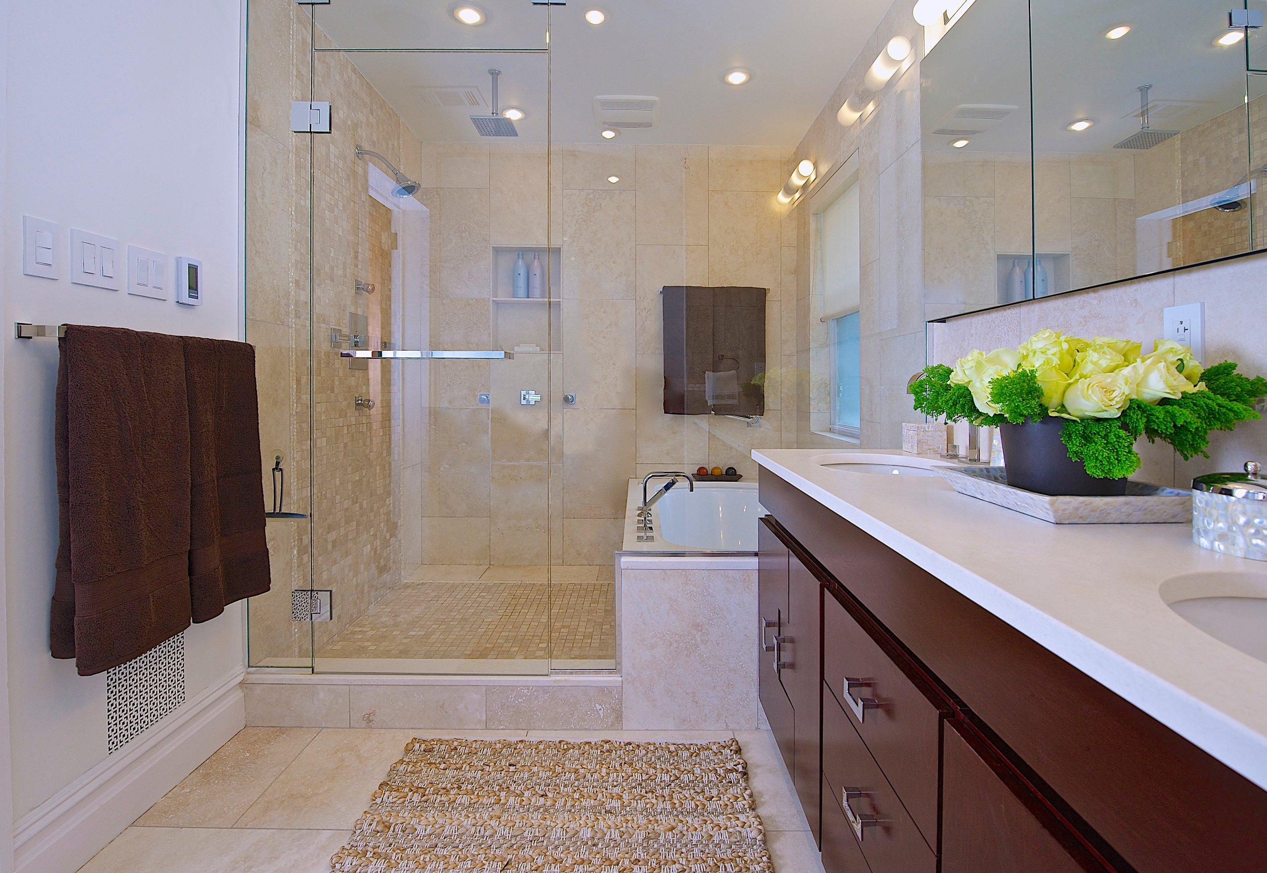 Keita Turner Bathroom______06086277-10FB-43D5-9D3F-9C63562A1471.JPG