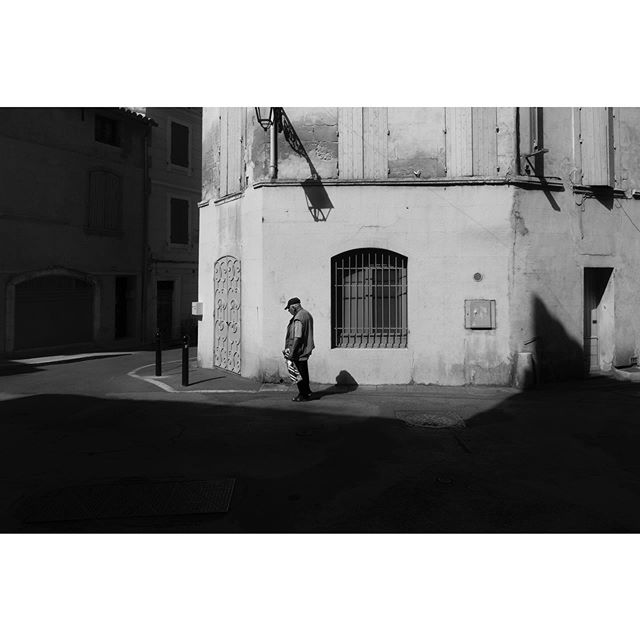 The human scale 3 . . . #streetfeat #street_photo #streetphotography #streetphotographer #bnw #blackandwhite #streetbnw #bnwphotography #bnw_captures #mood #urban #urbanandstreet #urbanphotography #urbanphotographer #ig_street #igersparis #igersfrance #fineartphotography #fineart #fineartphotographer #spicollective #streetphotographymagazine #lensculture #lensculturetalent #lensculturestreets #fisheyemagazine #seventwentymagazine #photogram #streetportrait #portraitphotography